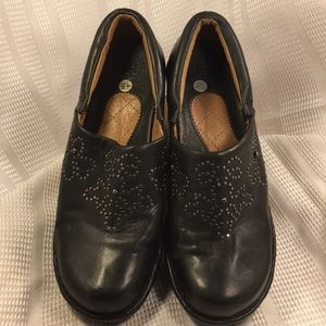 Ariat RTS NWOT leather clogs, display pair, studs